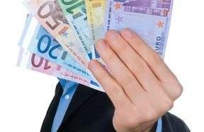 Günstigen Ratenkredit oder Umschuldung finden – Bank oder Finanzmakler
